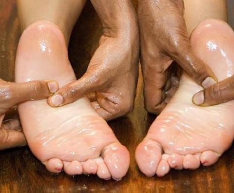 Vata Pacifying Regimen + How To Do A Vata Pacifying Abhyanga